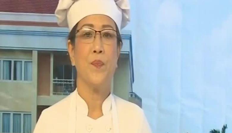 Bếp Việt: Gỏi hoa thiên lý