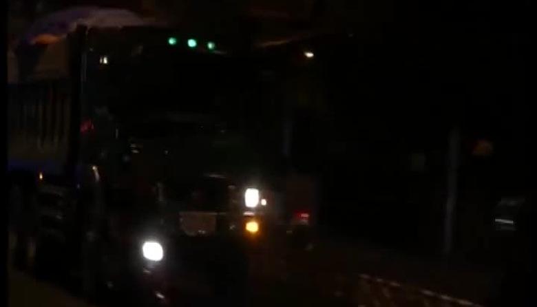 Nghĩ khác: Xe tải - Hung thần ban đêm